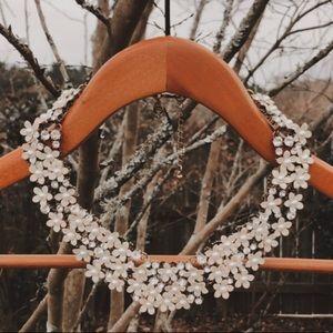 White statement necklace 🕊🌿